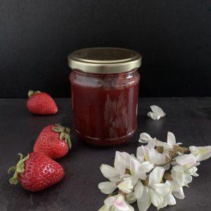 Confettura extra di fragole e fiori di acacia